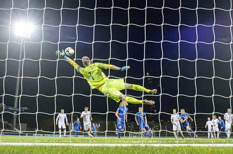 Lukas Hradecky on pysäyttänyt palloja hyvällä prosentilla maajoukkueessa ja seurajoukkueessa.