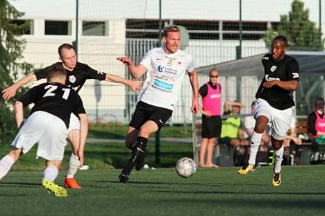 Matias Koskinen paukutti peräti neljä maalia KaaPon verkkoon.