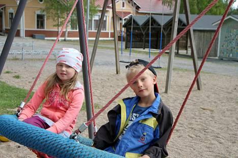 Mila Lehtonen ja Tino Järvinen tarvitsevat aloittavat syksyllä ensimmäisen kouluvuotens Vilppulankosken koulussa. Heidän ja monen muun lapsen koulunaloitusta vaikeuttaa aamutoiminnan lakkauttaminen.