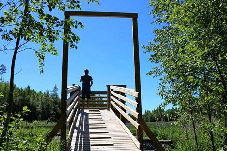 Ristakosken altaiden esteetön lintutorni Haapamäellä tarjoaa mahdollisuuden tarkkailla vesilintuja.
