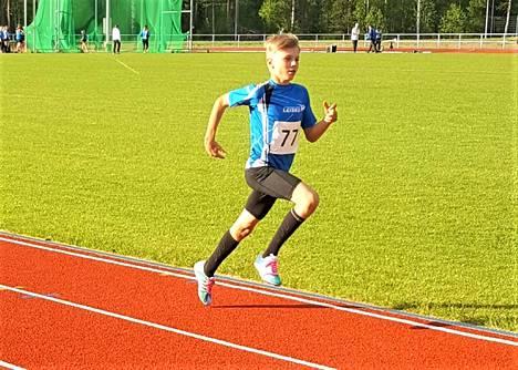Tino Knuutila on lajinsa kesän ykkösiä Suomessa. Seuraavan kerran urheilukentällä kilpaillaan Kankaanpää Games kisat sunnuntaina 8. heinäkuuta.