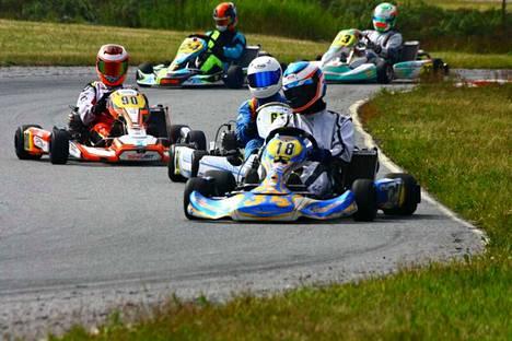Honkajoen Moottorikerho ylläpitää kilpailutoimintaa Pesämäen moottoriurheilukeskuksessa.