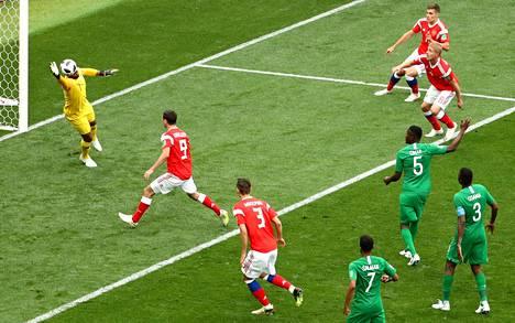 Juri Gazinski puski täysin vapaasti vuoden 2018 MM-kisojen avausmaalin Saudi-Arabian verkkoon.
