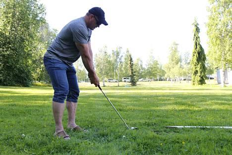 Tapahtumassa pääsi kokeilemaan myös golfaustaitoja