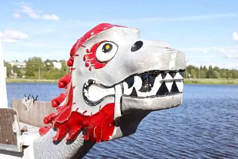 Dragon-veneet ovat jylhän näköisiä jo niiden keulankin osalta