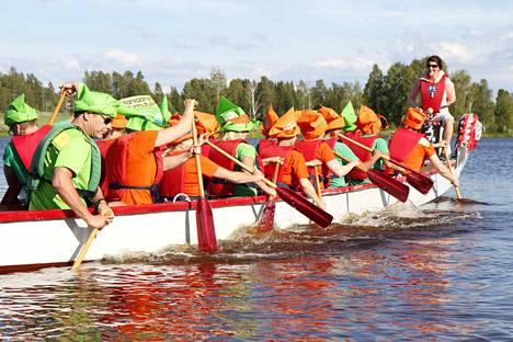 Perinteinen Kankaanpään Lions Clubien järjestämä Leijonamelonta keräsi jälleen väen viihtymään Rivieeran rantaan.