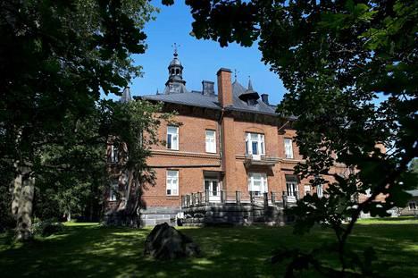 Lielahden kartanon päärakennus on valmistunut vuonna 1893.