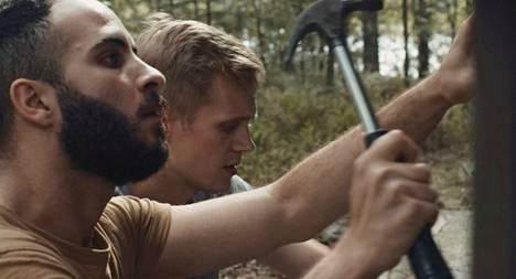 Elokuvan pääosissa ovat Boodi Kabbani ja Janne Puustinen.