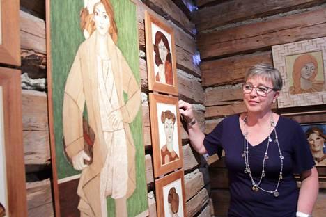 """""""Me naiset, ihanaiset, moninaiset"""" on yksi Virve Mäkipään monipuolisista töistä, joita voi ihastella Hinttalan kotiseutumuseon näyttelytilassa 8.7. saakka."""