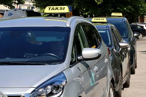 Uuden taksilain myötä on mahdollista, että muualta Suomesta tulisi takseja tienaamaan Porin superiviikon ajaksi.