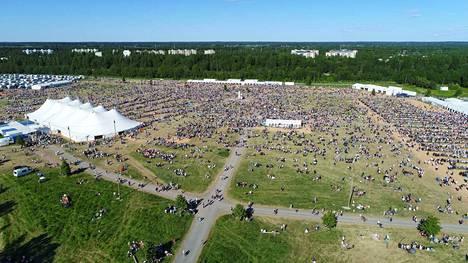 Suviseurat on Suomen suurin kesätapahtuma, jonne odotetaan 75000 vierasta. Viime vuonna Suviseuroja vietettiin Porissa.