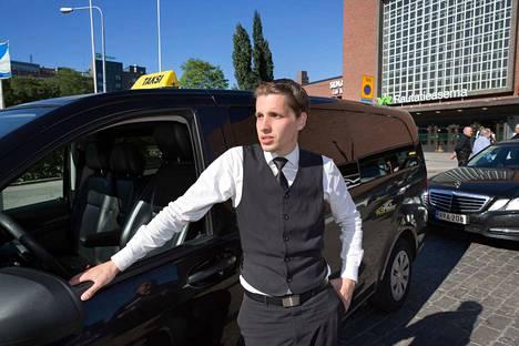 Taksin Kuljettajan Palkka