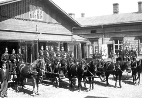 Palokunta aloitti toimintansa 5. heinäkuuta 1898 Puutarhakatu 6:ssa, josta se muutti vuonna 1908 nykyiselle Keskuspaloasemalle.