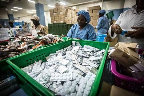 Suuri osa Euroopan unionin alueelle tulevista lääkkeistä tulee halpatuotantomaista. Suurimpia lääkkeentuottajamaita ovat Kiina ja Intia. Kuva kenialaisesta lääketehtaasta vuodelta 2017.