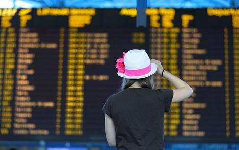 Vakuutusyhtiö Ifin mukaan vain puolet suomalaisista tietää, että matkavakuutus korvaa käyttämättä jääneet lennot.