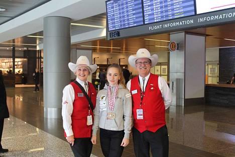 Calgaryn lentokenttä tunnetaan valkohattuisista vapaaehtoisistaan. Valkoiset hatut ovat kaupungin sekä etenkin sen rodeoiden symboleja. Heini Lipponen ehti kisamatkallaan tutustua myös paikallisuuteen.