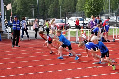 Kankaanpään yleisurheilukentällä kilpaili sunnuntaina yli 200 nuorta urheilijaa.