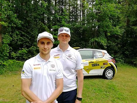 Odottavalla mielellä. Henri Hokkala ja Kimmo Pahkala toivovat Neste Rallista heille ehjää kilpailua. Alle miehet saavat Puolan M-Sportin tehdasviritteisen Ford Fiesta R2T:n.