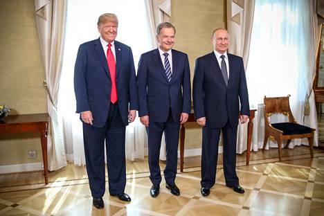 Presidenttitriolla oli hymy herkässä. Donald Trump (vas.) ja Vladimir Putin (oik.) saivat lämmitettyä maiden viileitä suhteita. Suomi onnistui kokousjärjestelyissä, jotka jouduttiin polkaisemaan pystyyn pikavauhtia.