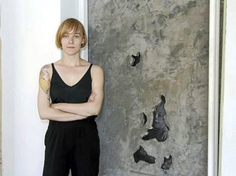 Hanna Råst esittäytyy Rajatalossa teoksella Kätkö.