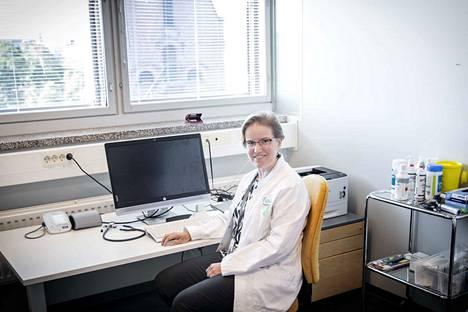 Finla-työterveyden vastaava työterveyslääkäri Aulikki Juntunen sanoo, että masennusta ei ole helppo myöntää, koska yhteiskunnassa ihmisiltä odotetaan suorituskykyä.