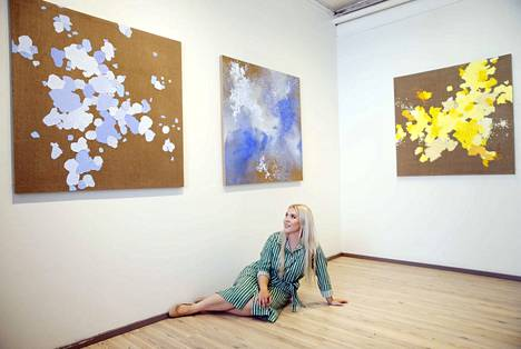 P-galleriassa avautuva näyttely on Ilona Talan ensimmäinen oma näyttely kuvataiteilijaksi valmistumisen jälkeen. Tala valmistui Kankaanpään taidekoulusta kesäkuussa.