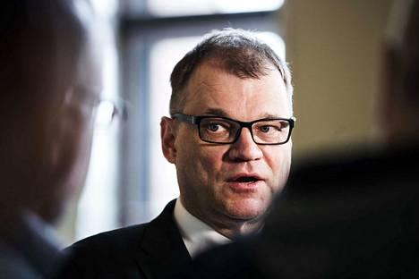 Kirjoittajan mukaan pääministeri Juha Sipilän (kesk.) hallituksen ajama sote-malli on ongelmallinen. Hän ehdottaa mallin tilalle kuntayhtymää.