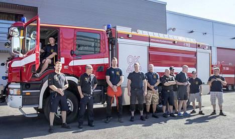 Oulu-Koillismaan pelastuslaitoksen joukkue valmistautui Ruotsin metsäpalo-operaatioon perjantaina.