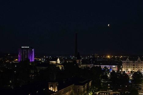 Tällainen oli näkymä Tampereella noin kello 00.30 lauantaiyönä.