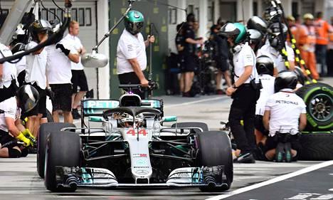 Lewis Hamilton voitti F1-sarjan Unkarin gp:n aika-ajon.