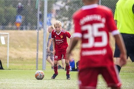 FC Jazzin Anselmi Juhola (39) keskittyy.