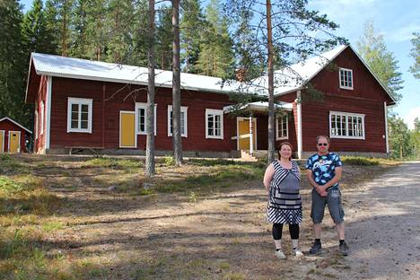 Pirjo Kangasmäki ja Jari Valkeejärvi ostivat kolme vuotta sitten Ittipään työväentalon, joka sijaitsee Mänttä-Vilppulassa, lähellä Ruoveden rajaa.