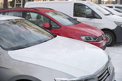 Uusia autoja on myyty tänä vuonna enemmän kuin viime vuonna.