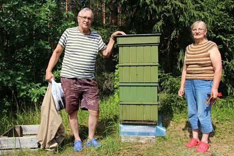 Eero ja Mirja Kotisaari ovat tarhanneet mehiläisiä jo 36 vuotta ja tämä vuosi on monella tapaa aivan erityinen.