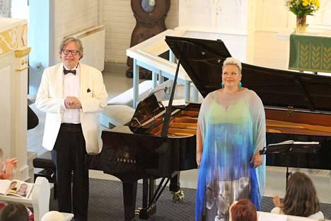Pianisti Folke Gräsbeck ja sopraano Johanna Rusanen esittivät yleisölle upean konsertin Oskar Merikannon syntymäpäivänä sunnuntaina Vilppulan kirkossa.