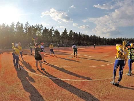 Avajaisia vietetään tänään, mutta kentällä pelattiin jo heinäkuun lopussa.