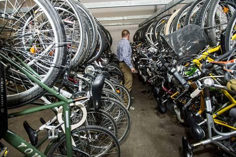 Poliisille päätyy vuosittain lukuisia varastettuja polkupyöriä. Näitä pyöriä säilytettiin Tampereen poliisiasemalla.
