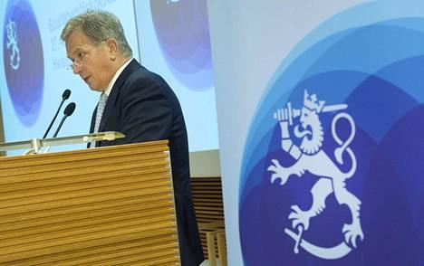 Sauli Niinistö puhui suurlähettiläille vallan merkityksestä.