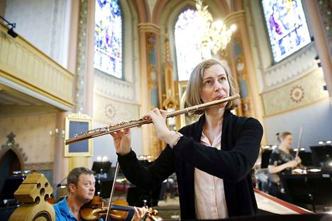 Lucia Hellerhoff ihastui huilun ääneen nelivuotiaana ja opiskeli siitä ammatin. Orkesterimuusikon työn takia hän muutti Poriin puolitoista vuotta sitten.