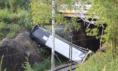 Kuopion tuhoisassa turmassa on paljon avoimia kysymyksiä.