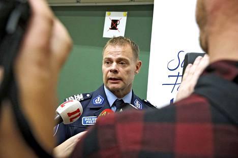 Keskusrikospoliisin päällikköä Robin Lardotia on tarkoitus kuulla sisäministeriössä syyskuun alussa.