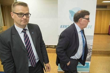 Kansanedustaja Paavo Väyrynen (oik.) on riitautunut eduskunnassa edustamansa puolueen nykyjohdon kanssa. Sami Kilpeläinen on käräjäoikeuden päättämä kansalaispuolueen puheenjohtaja. Paavo Väyrynen on toistaiseksi puolueen jäsen ja muodostaa sen eduskuntaryhmän.