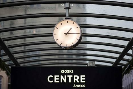 Olisiko kellojen hyvä pysyä vain yhdessä ajassa? Kerro kommenteissa!
