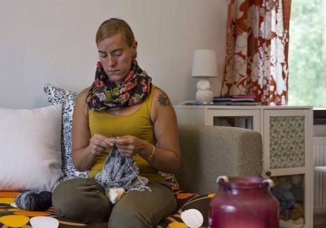 Jenni Maliselle käsityöt ovat stressinpoistoa ja keino rauhoittua.