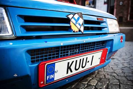Rekisterikilven tunnus KUU-1 maksoi saman verran kuin itse auto: 900 euroa.