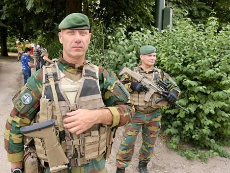 Belgialaiset sotilaat partioivat Brysselissä. Muiden EU-maiden tapaan myös Belgia tulee asettamaan omat voimansa EU:n suunnitteilla olevan rajavartioston käyttöön.