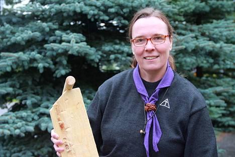 Hanna Joensuu on seppomestari, eli yksi kolmesta arkkihiippakunnan seppojen tukihenkilöistä, mentorista. Sepot taas ovat seurakuntien partioyhdyshenkilöitä.