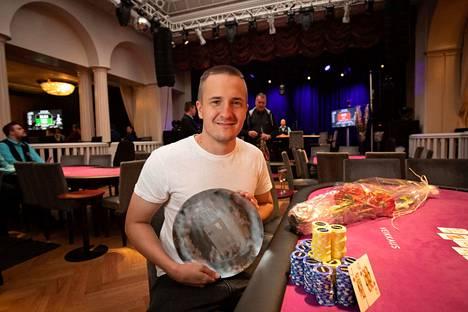 Niko Mustonen pelasi ensimmäistä kertaa Helsingin Casinolla. Tuloksena oli arvokas turnausvoitto.