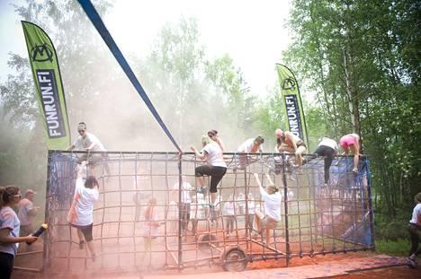 Markus Niemelän yritys on tunnettu muun muassa väriestejuoksuista, joita on järjestetty myös miehen kotikaupungissa Raumalla.