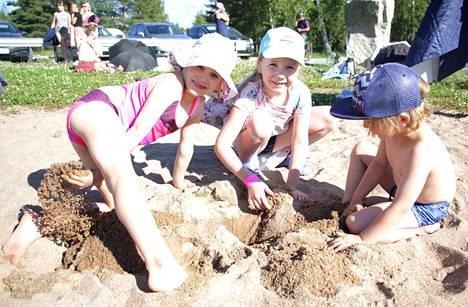 Linnavuoren uimaranta on kesäisin kovassa käytössä, mikä lisää myös Miharintien Linnavuoren osuudella liikkuvien lasten määrää.